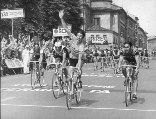 ildolore:  Gimondi beating everybody in Bergamo during the 1976 Giro d'Italia.