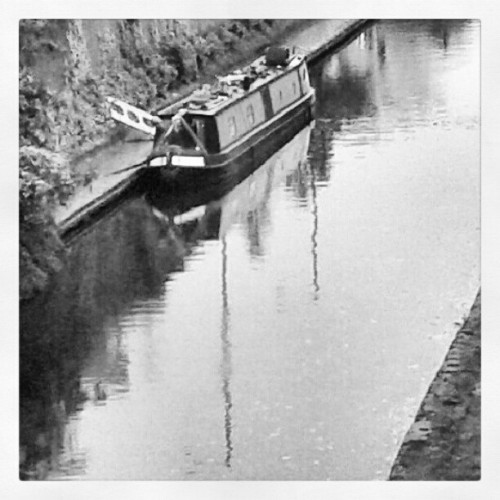 The unusual morning of finding a canal boat #boats #wolverhampton