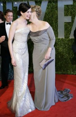 81st Academy AwardsFebruary 22, 2009 Anne Hathaway and Meryl Streep meet up on the red carpet while heading inside Vanity Fair's Oscar Party.