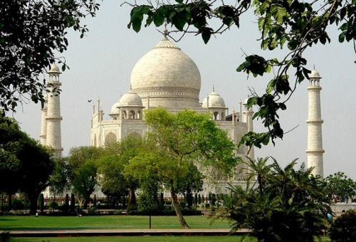 (via Taj Mahal: Other sight, a photo from Uttar Pradesh, North | TrekEarth) Agra, India