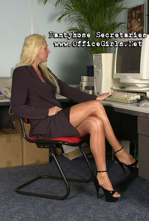 natashanylons:  leggy blonde secretary in business suit and glossy tights with high heels