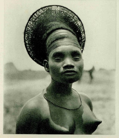 Mangbetu Woman  -  Congo, 1924	Photographer: Unidentified photographer of the Citroën Expedition