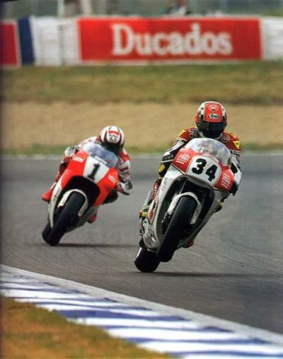 up on one …Kevin Schwantz (Lucky Strike Suzuki RGV500) leading Wayne Rainey (Marlboro Roberts-Yamaha YZR500) at Jerez de la Frontera for the 1992 Spanish 500cc Grand Prix