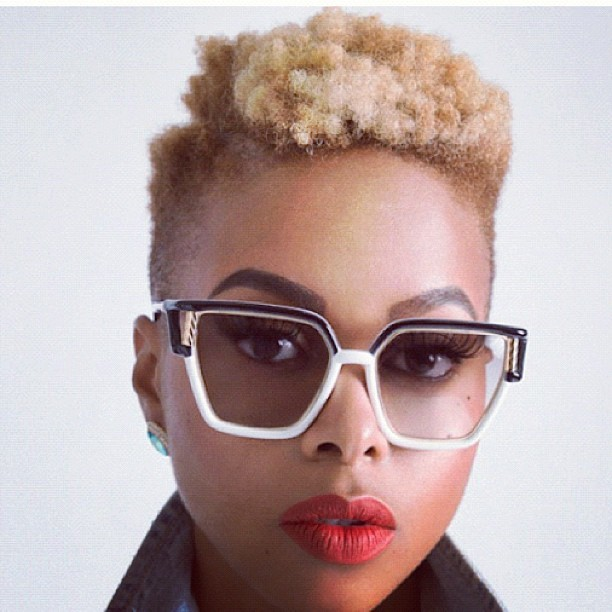 This #photo is #Dope on so many levels. @ChrisetteMichele herself, her #Natural #Hair, it #Color, #Lipstick, #Frames. She is just #FLY. Good looking on this @nyabinghi, #RP from @curlbox. #Style #Fashion #Beauty #Music #Songstress #Vintage #Urban #Women
