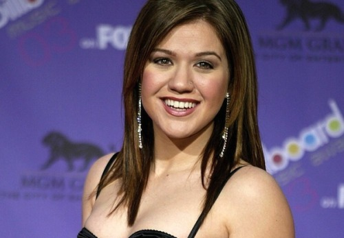 "Kelly Clarkson previously announced her support for Ron Paul — and declared that she is ""a Republican at heart.""But, Mitt Romney shouldn't count on receiving her vote this year.Kelly recently said that, after watching the debates, she'll be voting for President Obama.""I can't support Romney's policies as I have a lot of gay friends and I don't think it's fair they can't get married. I'm not a hardcore feminist but we can't be going back to the '50s,"" she explained."
