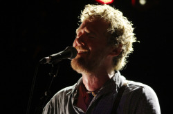 Check out Paname Eye's photos of Glen Hansard's show in Paris.