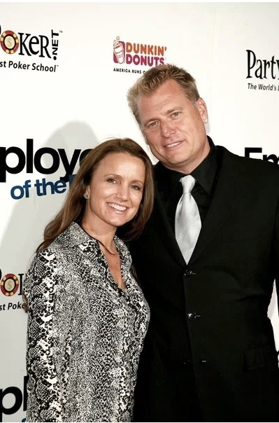 This just in: Joe and Tina Simpson, parents of Ashlee and Jessica Simpson, have filed for divorce after 35 years. Reps state that the divorce is amicable with no third party involve and any other story is completely false.