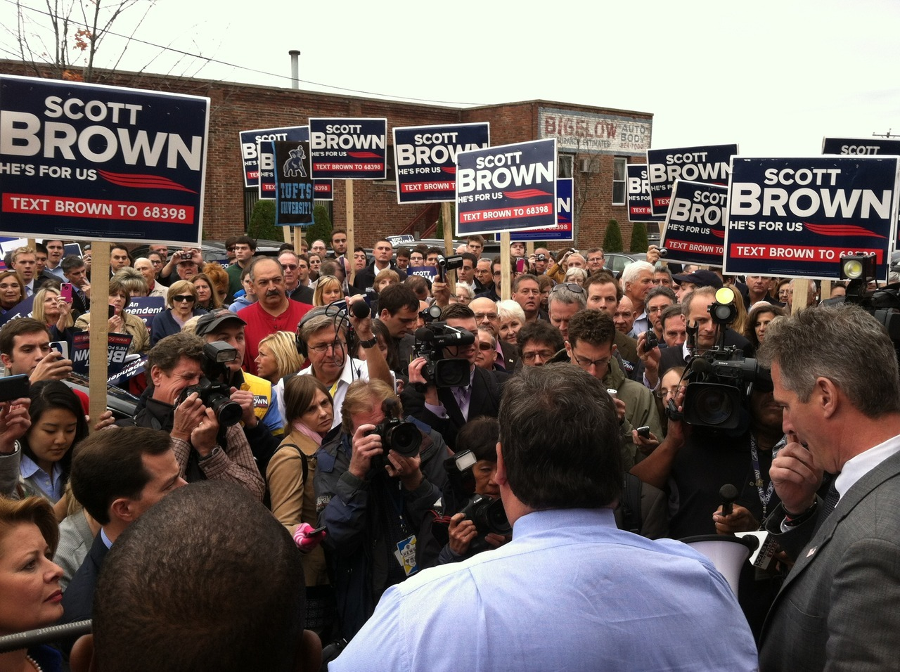 Gov Christie campaigning for Scott Brown In MA today