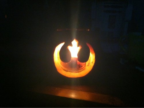 My friend carved this for halloweenhttp://scificity.tumblr.com