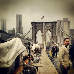 What are you looking at? #BrooklynBridge #Tourists #NewYorkCity #GehryBuilding #Foggy #VerizonBuilding #OneWorldTradeCenter #EarlyBird #Wednesdays (at Brooklyn Bridge)