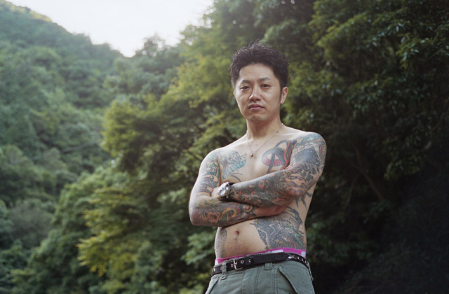 Mutsuo wraps up his Tattoo Age series by taking a little trip to his hometown. After a brief tour of the local temples, and a quick trip to his house, we sit down with Mutsuo for a philosophical take on what tattooing means to him. Enjoy. Watch Mutsuo, Part 3 - Tattoo Age