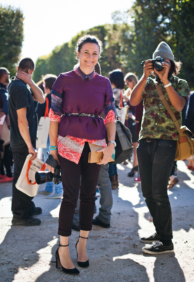 Garance Doré did it again, she posted an amazing interview with Constanza Pascolato on her Blog today which blew my mind, one of my Favorites ever. Thank you Constanza for being so refreshingly honest about beauty and age which, hey, most of us are pretty afraid of. My favorite part of the video is probably the truth of the 'mating game' in fashion … hmm, is that what it really comes down to and would we dress much more freely if we would take the 'sex' out of dressing ? I love it though … Oh and Garance stepped up her dressing game as well (she said so herself), I always liked her style, but I loved her outfits this Fall more than ever. And here is how the elegant street photographer should move in heels, also note the hot camera man as accessory …