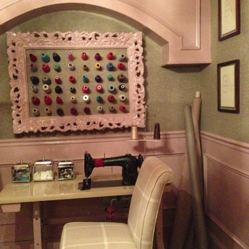 Dyfari Interiors: in memory of her dad, a sewing room. #phillipjefferies #wallpaper #nyc #holidayhousenyc #interiordesign