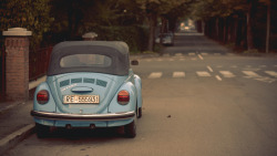 symphonylkinson:  Vintage blue car