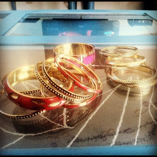 A little gift from India ☺ #bangles #wristwear #bracelets #gold #allonthewrist #aotw #armswag #stacking #armcandy #instagood