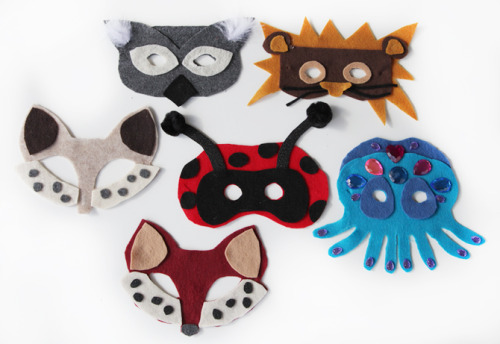 DIY Easy No Sew Felt Animal Masks Tutorials and Templates from Prudent Baby here.