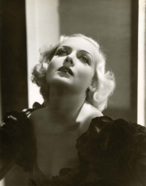 liquidnight: George Hurrell Carole Lombard, 1933 [via Le Journal De La Photographie]