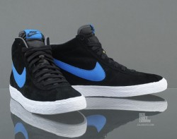 Nike Bruin Mid We knew Nike Sportswear was bringing it back thanks to a preview of three Vintage suede makeups previewed last month here on Sneaker News, and today the Nike Bruin Mid makes its return in a more pristine form. Featuring a black suede upper paired with Signal Blue branding, the Bruin Mid's tab-toe construction offers an alternative to the familiar blucher construction on the Blazer for another low-profile vulc-soled style that's become one of today's casual standards. Nike Bruin Mid Black/Signal Blue 537333-040 (via Nike Bruin Mid | SneakerNews.com) Follow my blog for more sneaker and clothing news. DobyShoes.Tumblr.Com