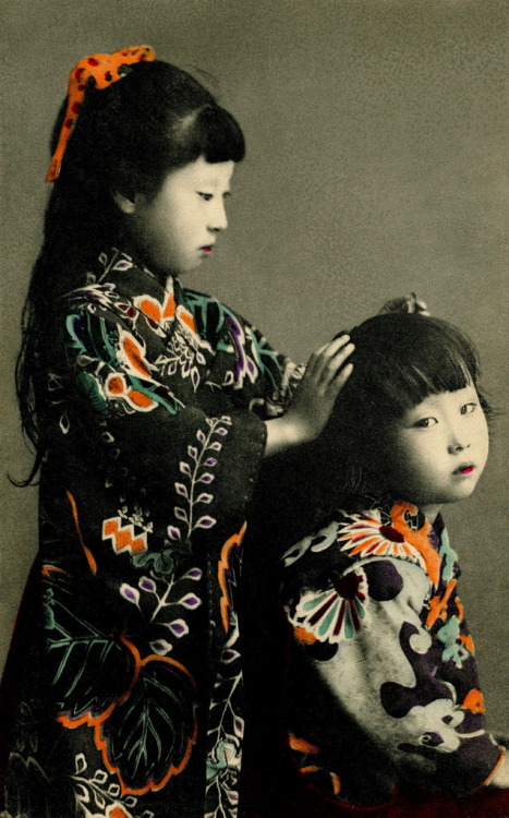 reginasworld:  Two Girls 1905 (by Blue Ruin1)