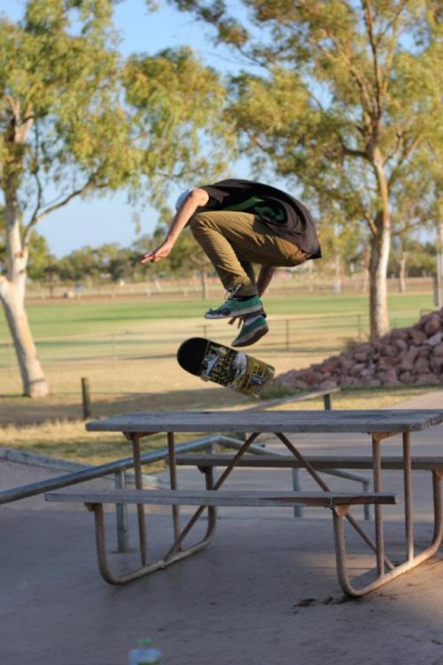 so-casual-so-calm:  shrvd:  Kickflip over the table.  || Pure Skate Blog ||
