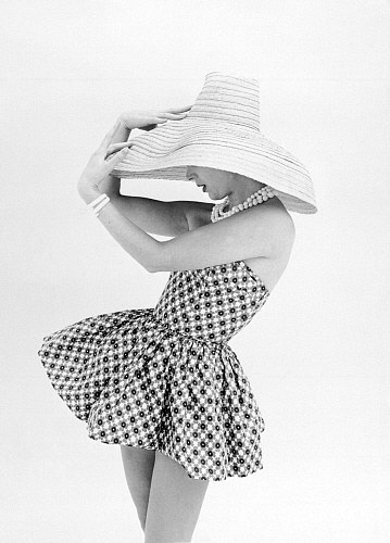 Marla Scarafia in a Federica printed cotton sunsuit, by John French. London, UK, 1958