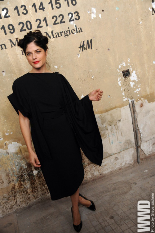 womensweardaily:  Selma Blair in H&M with Maison Martin Margiela at the H&M with Maison Martin Margiela launch party.  i love this look!  easy yet innovative, perfectionnnnnnn