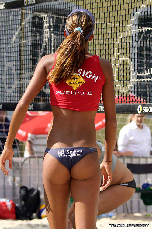 crossfitchicks:  Wanna a butt like this? Start doing your squats and box-jumps!