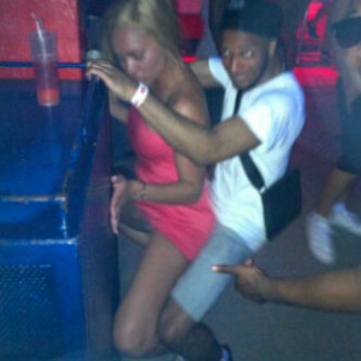 loooooool spot the funny thing in the pic, and the guy dancing dont know :|