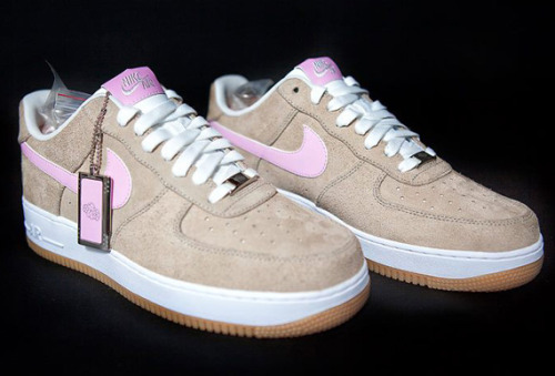 "Nike Air Force 1 Bespoke ""Linen x Sakura"" 3 These are some fly kicks. I love the graphic details. Pink is not my favorite color but I would rock these in the summertime — just to stunt."