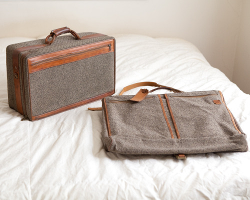 (via Vintage Hartmann Tan/Brown Tweed and Leather by lastprizevintage)
