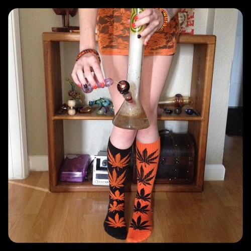 coralreefer420:  I had such a good wake and bake session earlier that I forgot to post the picture. Slept in my festive outfit from yesterday but I promise I've put clean clothes on today.  im yellis