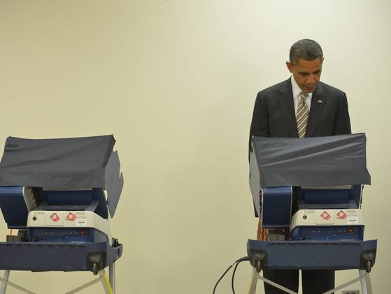 inothernews:  FIRST!  President Obama casts an early vote — presumably for himself — at a polling station on Chicago's South Side on Thursday.  He became the first sitting U.S. President in history to vote before Election Day. (Photo: Mandel Ngan / AFP-Getty via USA Today)