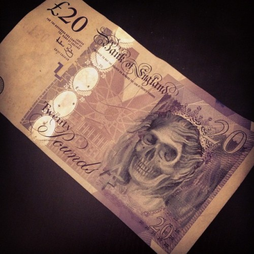 antonytattoopersonal:  I defaced the queens head. Soz.