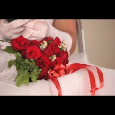 #bride #white #flowers #rose #photooftheday #instaphoto