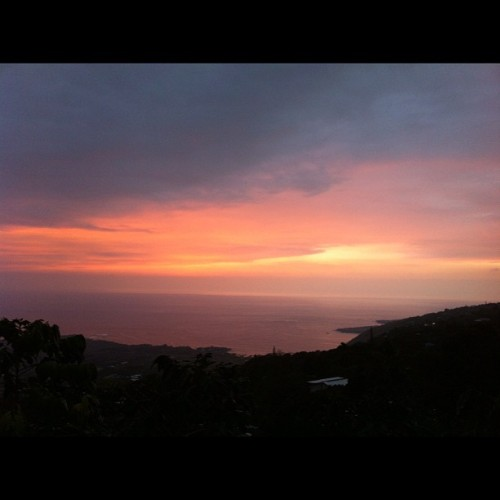 Bands of color span the skies over #Kealakekua #Bay, taken next to The Coffee Shack, #Kona, #BigIsland, #Hawaii - #sunset #landscape #sky #clouds #Pacific #nature #natgeohub #808 #hiig