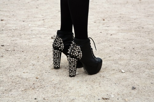 topshop:  We still adore studs. Especially on shoes like these!