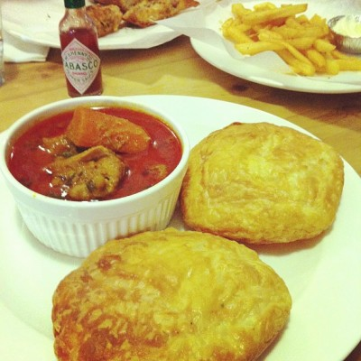 Curry chicken and roti prata at The Fabulous Baker Boy #sg #delicious #foodporn #food #foodstagram #iphoneasia