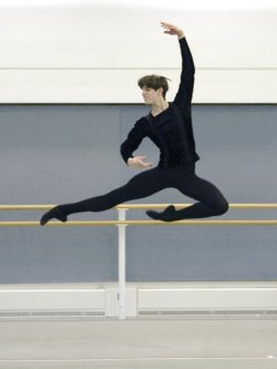 dysphoricsylph:  emeritusblog:  Xander Parish Mariinsky Ballet  I just read an article about him. I didn't realise he was English (and from the Royal Ballet)!