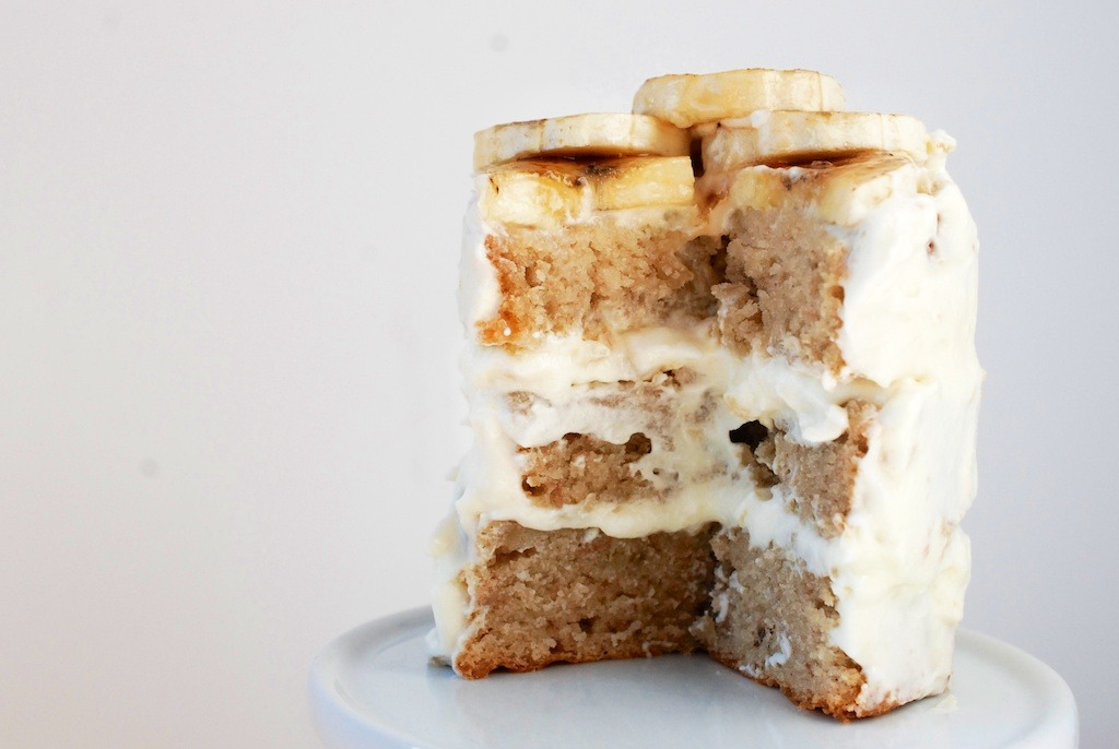 vneckandacardigan:  outofhabit:  banana cake with swiss cream cheese frosting. [hither & thither: (the) roaming kitchen]  Oh my…