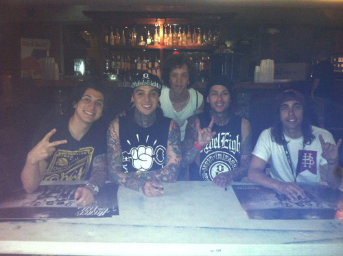 Full group shot with the boys in Pierce The Veil!