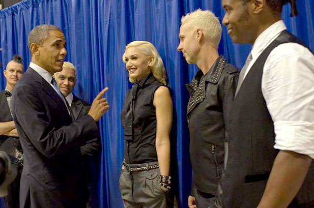 October 24: Obama speaks with No Doubt backstage of The Tonight Show with Jay Leno. Gwen's facial expression is everything!!! Love her & Obama as well of course! xo @RozOonTheGo