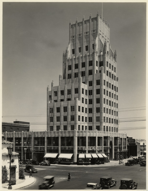 decoarchitecture:  Lots of setbacks on this building. losangelespast:  The E. Clem Wilson Building, Wilshire and La Brea, 1930's. Now topped by an unsightly billboard, it portrayed the Daily Planet building in the first Superman TV series.