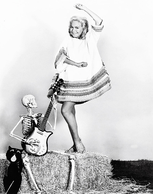 gravesandghouls:  Sandra Dee c. 1960's