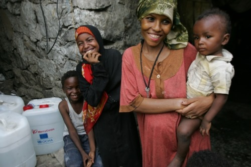 mercycorps:  Mercy Corps teams are helping families get access to clean water in Yemen, a country that's been rocked by violent uprisings and subsequent price inflation. We're providing vouchers that allow mothers and children to collect the water they need for drinking, cooking and washing.Read more about how we're helping Yemen's most vulnerable families get the emergency food and water they desperately need. Photo by Cassandra Nelson/Mercy Corps
