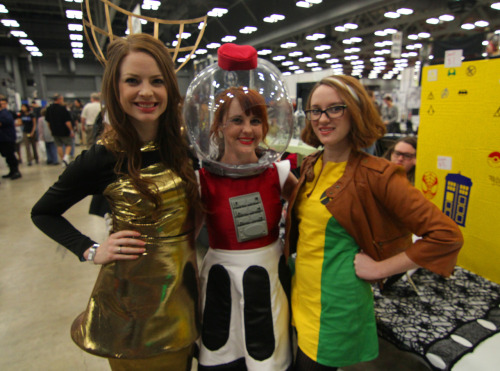 weirdgirlsseries:  Crow T. Robot, Tom Servo and Rogue at Austin Comic Con 2012
