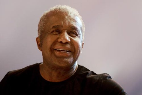 (via Emanuel Steward 1944-2012 - Inside HBO Boxing - HBO.com's Boxing News Blog) RIP legendary boxing trainer. Emanuel Steward 1944-2012