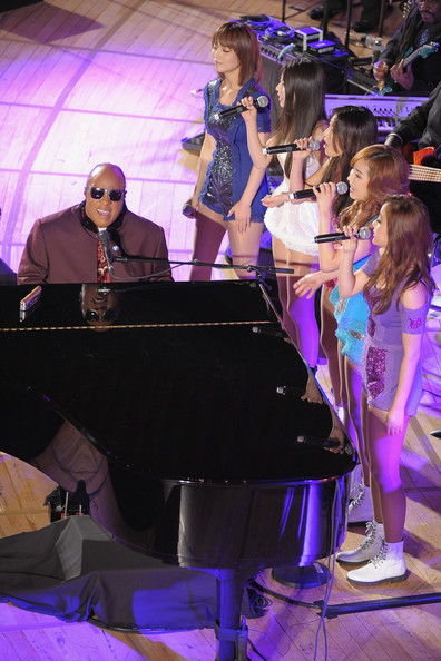 "Wonder Girls Perform with Stevie Wonder at UN Headquarters Wonder Girls is the first Korean artist to perform at UN Headquarters for the ""2012 UN Day Concert- Message of Peace."" On October 24, Wonder Girls had the opportunity to put on a show in UN Headquarters in New York alongside well-known artists like Stevie Wonder, Sting and Paul Simon. They performed ""Like Money"" and also partnered with Stevie Wonder ""What the World Needs Now is Love"" and received much praise for the beautiful collaboration. Yoobin commented regarding the opportunity, ""It's such an honor to be able to perform with Stevie Wonder at such a meaningful venue as I've been a long time fan. We'll share the message of peace with Stevie Wonder."" The Message of Peace concert focuses on various social topics like providing humanitarian aid, protecting gender equality and human rights, maintaining peace, protecting the environment, and fighting poverty. Meanwhile, Wonder Girls's song ""Like Money"" has been reported to be playing in various Americans radio stations like ""KDWB, WKQI, KBFF and WKSE."" (via - soompi.com)"