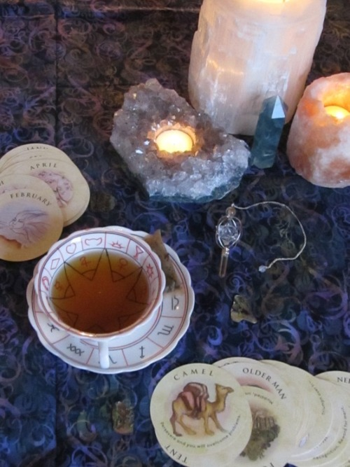 bohemianhomes:  Bohemian Homes: Crystals, tarots and tea