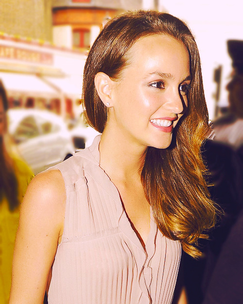 Leighton Meester, June 9 2011, arriving @ Harrods in London