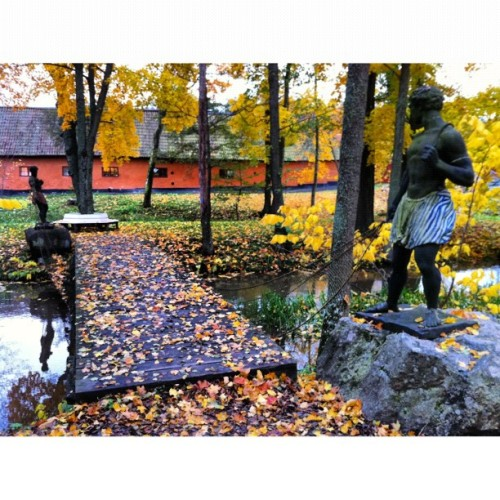 tiny bridge. #stockholm #sweden #travel #statue #visitsweden #autumn (at Ulriksdals Slottspark)